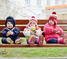 shutterstock_242821375 toddlers on bench